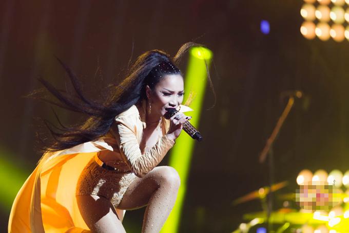 hong-ngoc-xuc-dong-cung-em-trai-hat-tang-me-trong-live-concert-20-nam-7