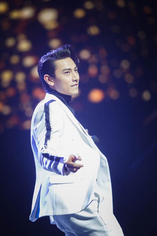 hong-ngoc-xuc-dong-cung-em-trai-hat-tang-me-trong-live-concert-20-nam-6