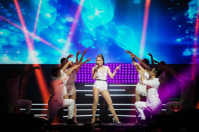 hong-ngoc-xuc-dong-cung-em-trai-hat-tang-me-trong-live-concert-20-nam-8