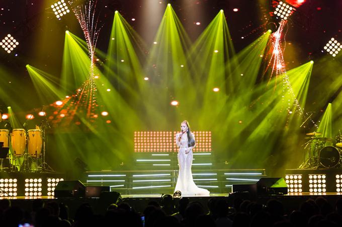 hong-ngoc-xuc-dong-cung-em-trai-hat-tang-me-trong-live-concert-20-nam-9
