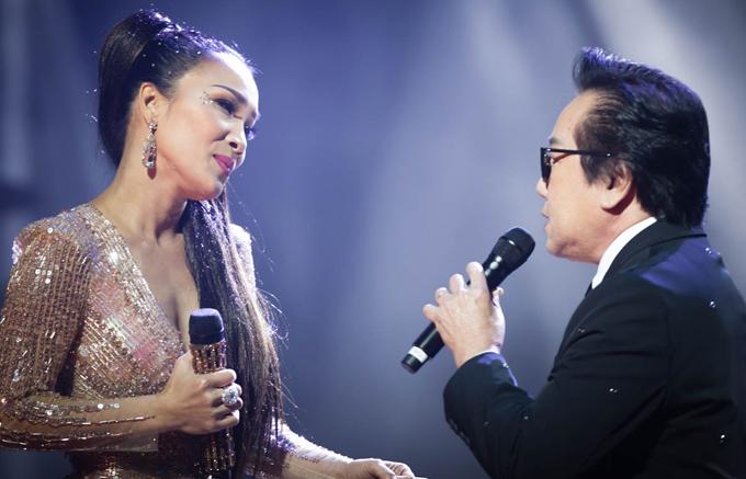 hong-ngoc-xuc-dong-cung-em-trai-hat-tang-me-trong-live-concert-20-nam-3