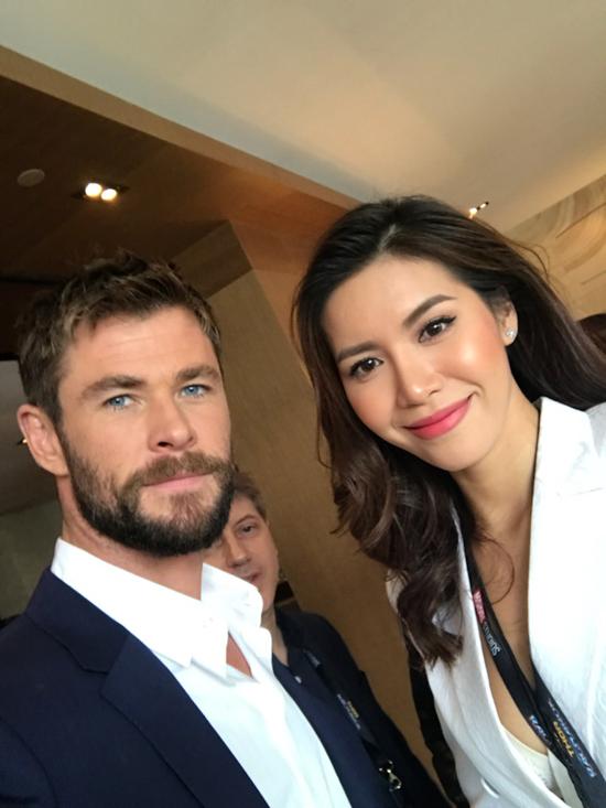 Siêu mẫu Minh Tú phỏng vấn dàn sao 'Thor: Ragnarok' tại Úc