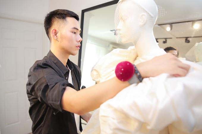 Chia sẻ về các BST, Lâm Gia Khang cho biết: Các thiết kế của tôi đều bắt nguồn từ những điều đặc biệt xung quanh cuộc sống thường nhật. Hơn hết, tôi rất thích các họa tiết hoa. Tôi không xem hoạ tiết hoa là một xu hướng, mà gọi đó là nguồn cảm hứng sáng tạo bất tận cho những người làm thời trang.