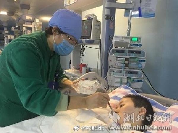 Cô đang được chăm sóc tại ICU.