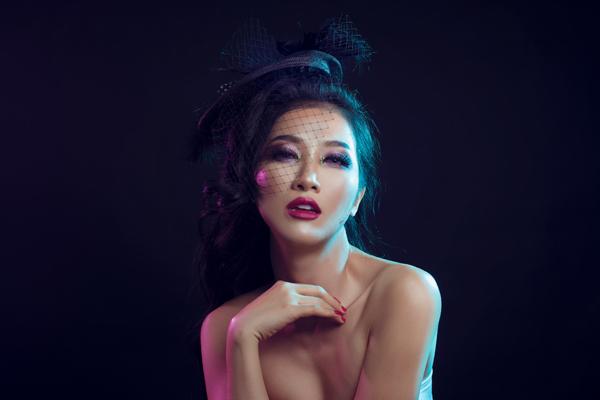 Bộ ảnh được thực hiện với sự hỗ trợ của: Makeup & Hair: Lý Trường Giới, Photo: Quốc Lê, Accessories: HeraDress.