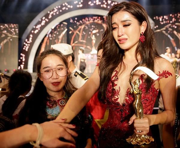 huyen-my-toi-khoc-khong-phai-vi-truot-top-5-1