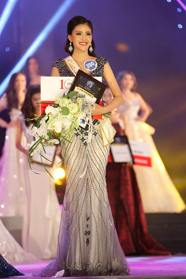 Á hậu 2 Đặng Thanh Ngân nhận thưởng 200 triệu đồng.