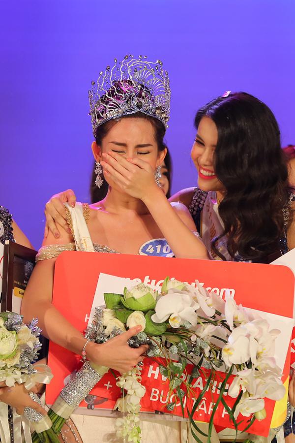 Ngân Anh khóc nức nở trong phút giây trở thành tân Hoa hậu.