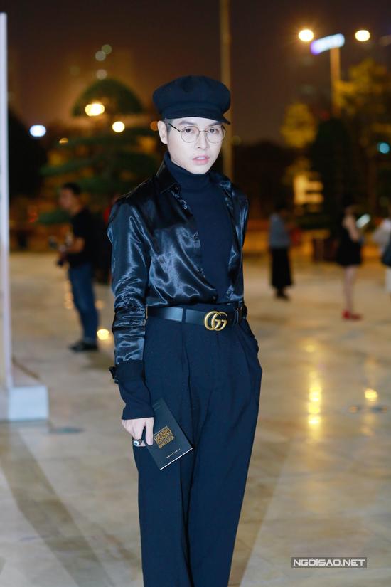Đức Phúc mặc khó hiểu, siêu mẫu Hoàng Yến diện váy đen...lọt top sao mặc xấu trên thảm đỏ Tuần lễ thời trang quốc tế Việt Nam