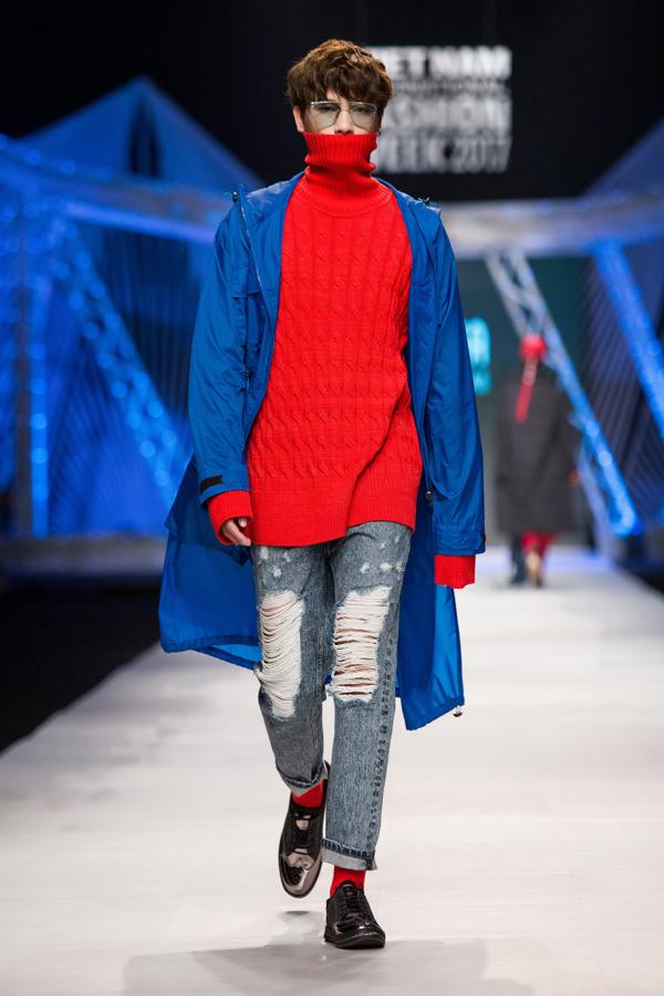. Các phom dáng mang tính unisex với những đường cắt đơn giản, sạch sẽ. Những phom áo được cách điệu với tỷ lệ rộng, lớn như:  áo len oversize, quần rộng, áo top hoodie, áo khoác choàng oversize