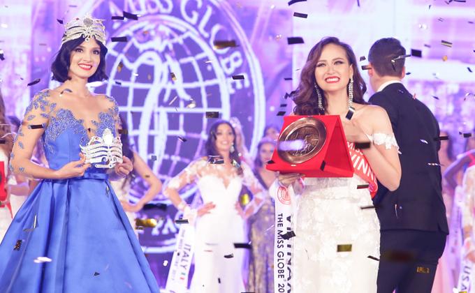 khanh-ngan-xuc-dong-trong-thoi-khac-duoc-xuong-ten-miss-globe-2017-4