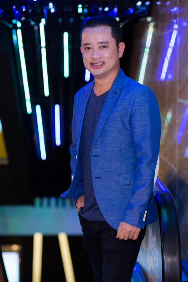 ca-si-dinh-phuoc-om-eo-le-ngoc-trinh-cong-nuong-o-su-kien-8