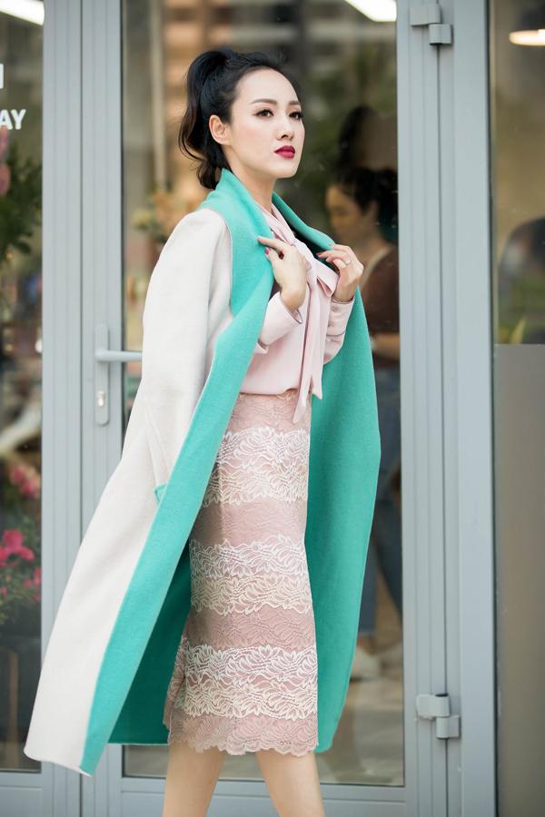 Bộ ảnh được thực hiện với sự hỗ trợ của nhiếp ảnh Vương Vũ, trang điểm Phương Thảo, stylist Bùi Hoa.