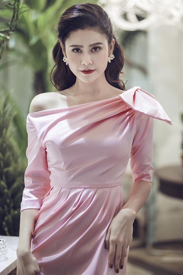truong-quynh-anh-khoe-vai-tran-4