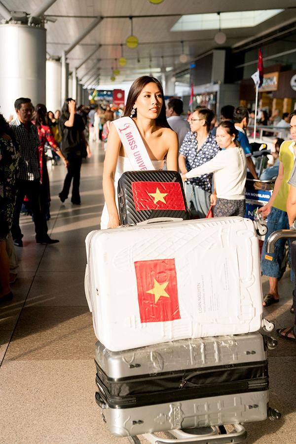 nguyen-thi-loan-mang-6-vali-hanh-ly-nang-hon-200kg-di-thi-miss-universe-2017-3
