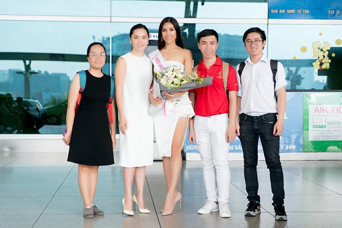 nguyen-thi-loan-mang-6-vali-hanh-ly-nang-hon-200kg-di-thi-miss-universe-2017-7