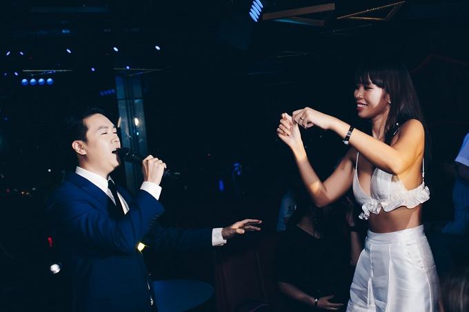 Hà Anh diện bra sexy đi sự kiện