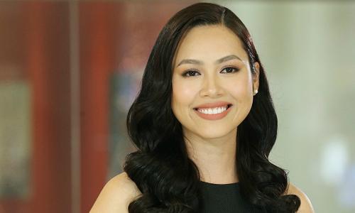 """Hoàng My """"làm khó"""" Top 45 Hoa hậu Hoàn vũ Việt Nam 2017 bằng tiếng Anh"""