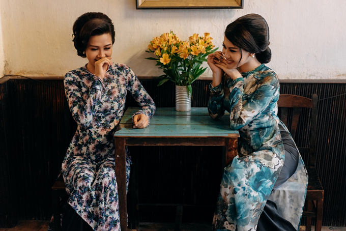 Ấn tượng với vẻ đẹp của trang phục và tạo hình trong phim, nhiều diễn viên và người mẫu trẻ đã thực hiện các bộ ảnh theo đúng phong cách Cô 3 Sài Gòn với trang phục áo dài hoa điệu đà.