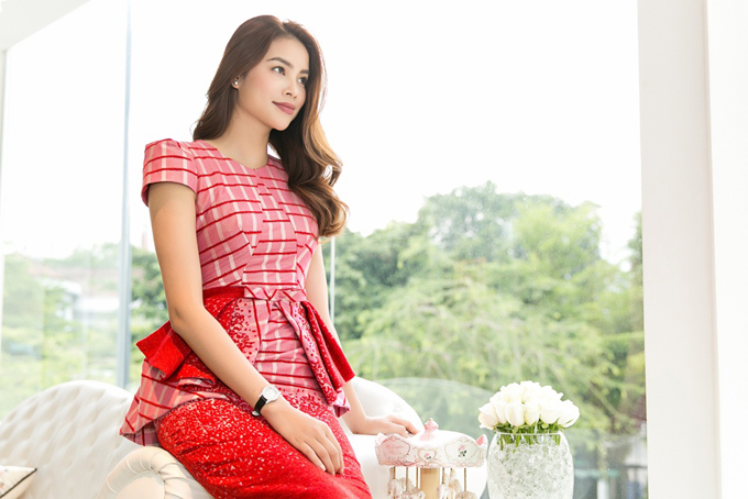 pham-huong-duoc-phuong-my-moi-lam-vedette-cho-show-dien-moi-8