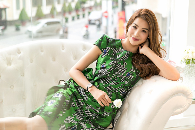 pham-huong-duoc-phuong-my-moi-lam-vedette-cho-show-dien-moi-4