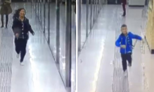 Khoảnh khắc mẹ gặp lại con trai lạc ở ga tàu hút hơn 25 triệu lượt xem