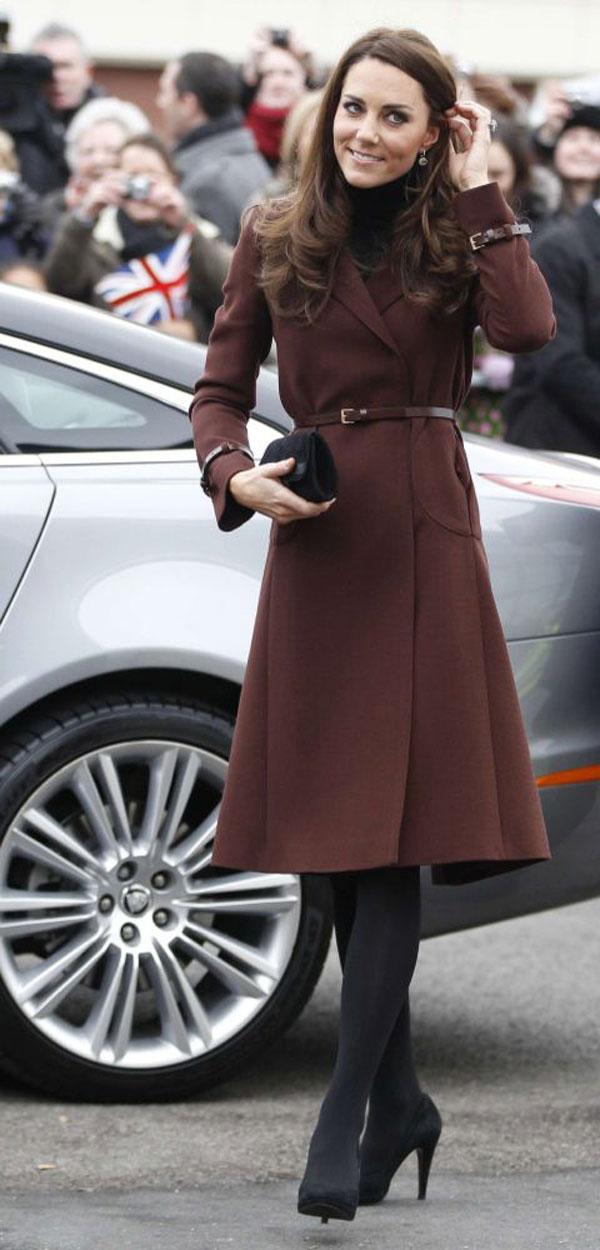 Gợi ý diện áo choàng từ style của công nương Kate