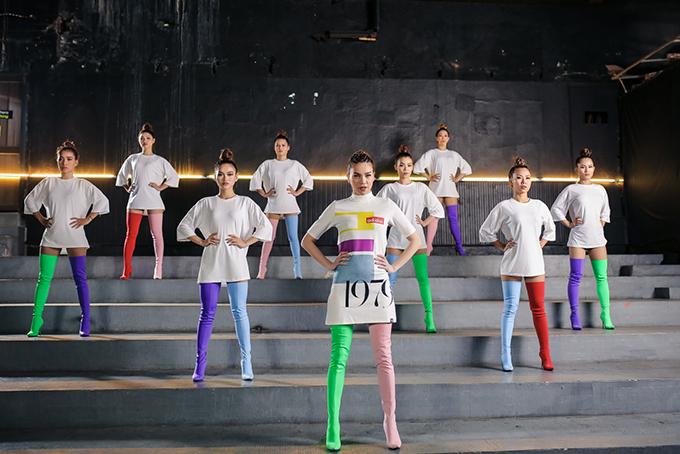 ho-ngoc-ha-khoe-vong-2-san-chac-vu-dao-dieu-luyen-trong-mv-dance-9