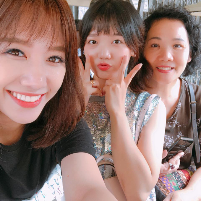 Hariwon đưa em gái và mẹ sang Thái Lan du lịch. Nữ ca sĩ cho biết đã rất lâu cô mới có thời gian cho một chuyến đi cùng gia đình.