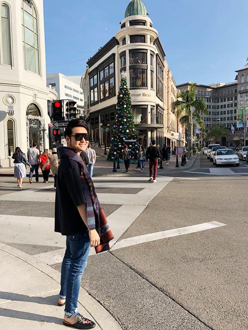 Hoàng tử sơn ca Quang Vinh đón Giáng sinh sớm ở Beverly Hills,Los Angeles,California.