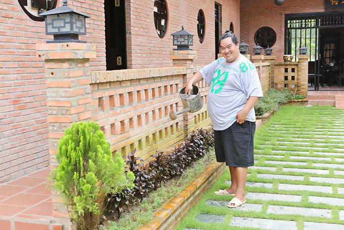 Nghệ sĩ Hoàng Mập khoe nhà vườn rộng 1.600 m2 ở Đồng Nai: Quá hoàng tráng