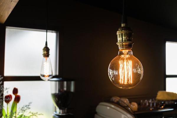 4. Giảm ánh sáng ở phòng ăn