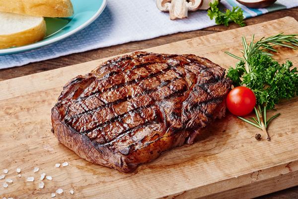 Tất cả các loại thịt đỏ như thịt bò, cừu hay gan là nguồn cung cấp protein dồi dào, hỗ trợ cho việc sản xuất hemoglobin trong cơ thể.