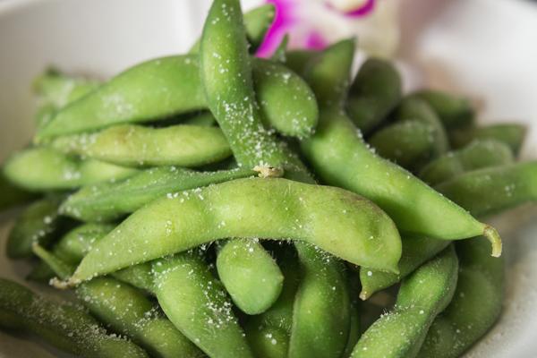 Các loại đậu như đậu nành, đậu Hà Lan hay ngũ cốc nguyên hạt cũng là nguồn