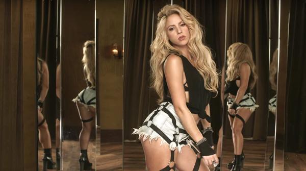 Shakira ăn 8 bữa nhỏ mỗi ngày với lượng calories được kiểm soát chặt chẽ.