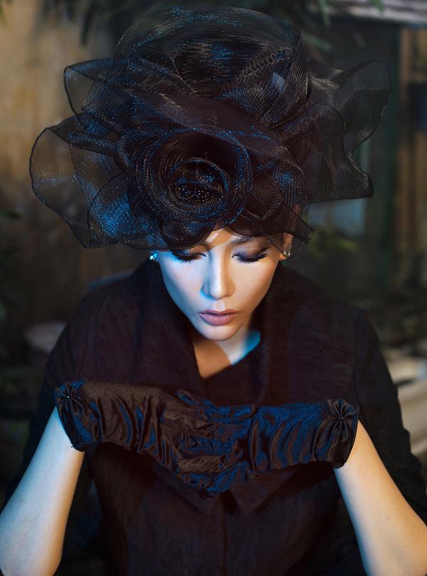 Võ Hoàng Yến hóa quý cô cổ điển cùng trang phục đen - ảnh 4
