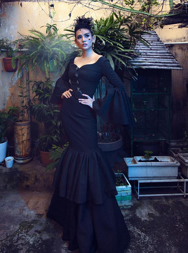 Võ Hoàng Yến hóa quý cô cổ điển cùng trang phục đen - ảnh 7