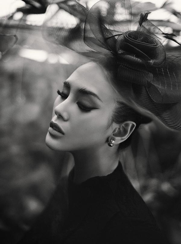Võ Hoàng Yến hóa quý cô cổ điển cùng trang phục đen - ảnh 1
