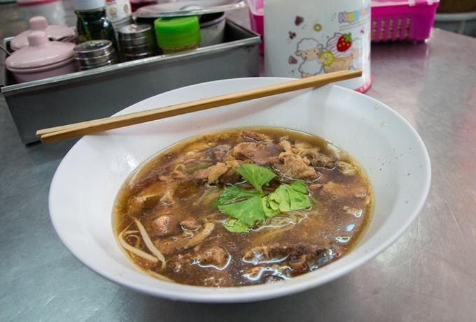 noi-hu-tieu-bo-kho-khong-lo-dat-khach-o-bangkok-1