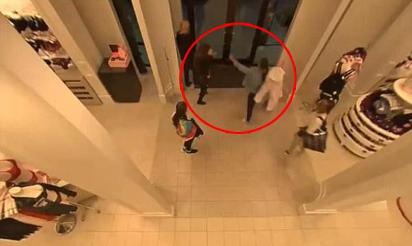 5 cô gái dùng súng điện để đi cướp đồ lót Victoria's Secret trị giá hàng chục triệu: Quá liều lĩnh