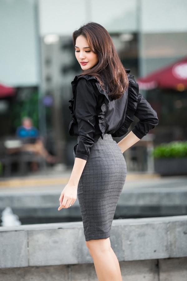 huong-giang-goi-y-mac-dep-hon-den-van-phong-6