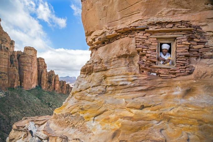 Những nhà thờ bí mật ẩn trong vách đá dựng đứng ở Ethiopia