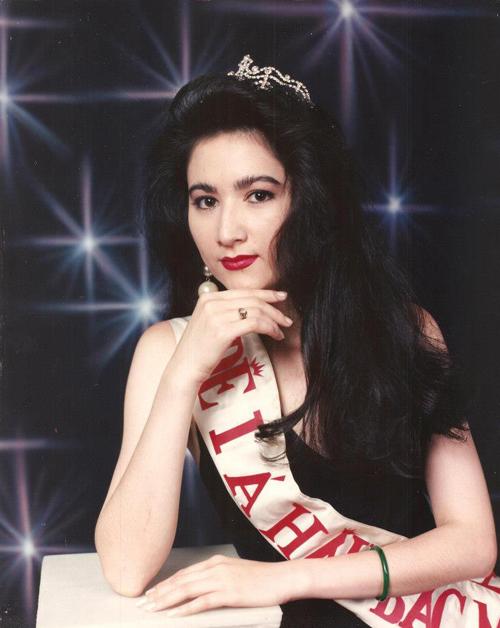 Chị Mai Linh thời trẻ khi tham gia một cuộc thi nhan sắc ở Mỹ.