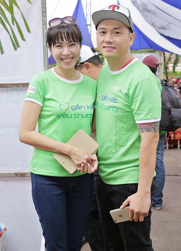 MC Quỳnh Hoa và ca sĩ Hàn Thái Tú vui vẻ hội ngộ tại Đồng Nai.