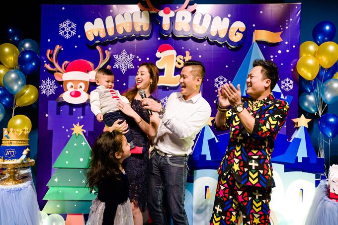 Bé Nu chào đời vào đúng đêm Noel (24/12) tại Mỹ. Năm nay, vì bận rộn với công việc nên vợ chồng Jennifer mở tiệc sinh nhật sớm cho con trai.