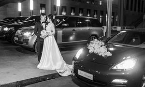 Đám cưới với váy hàng trăm triệu đồng cùng dàn siêu xe của cặp đôi Hà thành