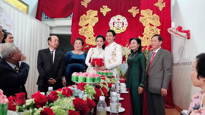 Sau hôn lễ, Phương Tiểu Bình chuyển hẳn ra Hà Nội để thuận tiện cho việc công tác và chăm sóc gia đình. Hôn lễ của người đẹp và ông xã Nguyễn Thế Trung sẽ tiếp tục diễn ra tại Hà Nội vào ngày 14/1.
