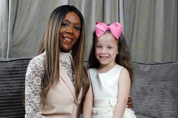 Sophie Blake có ngoại hình hoàn toàn khác con gái Tiara, 4 tuổi. Ảnh:Glen Minikin