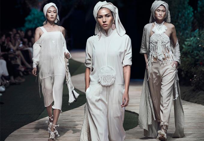 Prey Nokor của Trương Thanh Hải sử dụng tông trắng nhẹ nhàng, chất liệu thiên nhiên thân thuộc với cơ thể và phom dáng mang lại sự thanh thoát, gợi cảm cho người mặc.