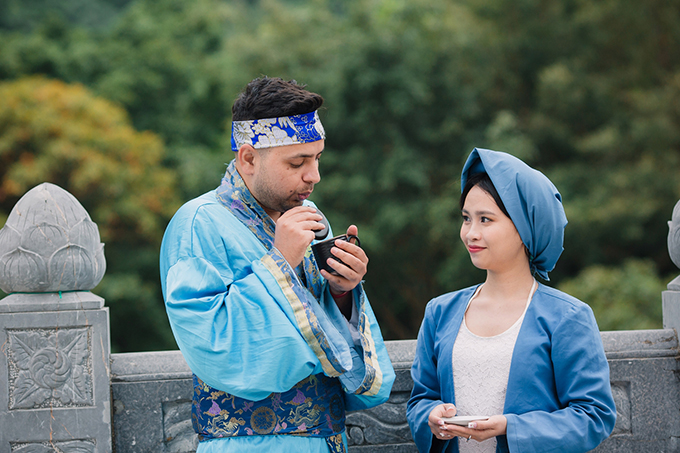 Cô giáo Việt đóng vai Tấm chụp ảnh cưới với chồng ngoại quốc